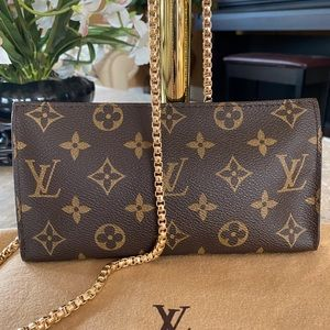 Louis Vuitton Bucket GM Crossbody
